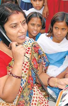 Teachers use phones to help them in teaching in Rajasthan